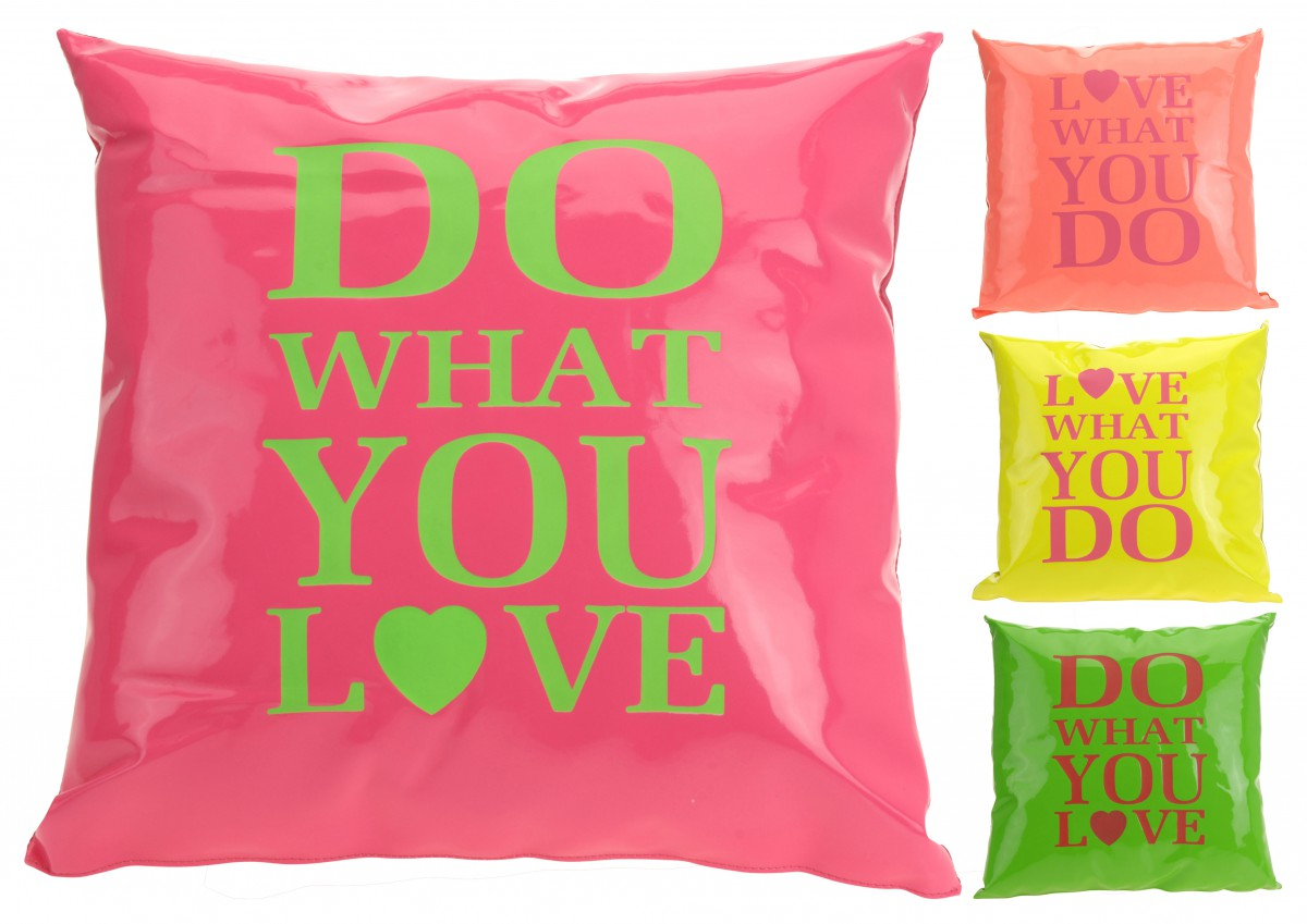 kissen dekokissen mit spruch neon farben 40x40cm stilwelten spr che. Black Bedroom Furniture Sets. Home Design Ideas